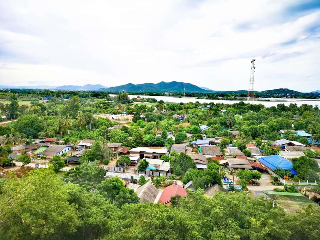 Wat Tham Sua Surrounding
