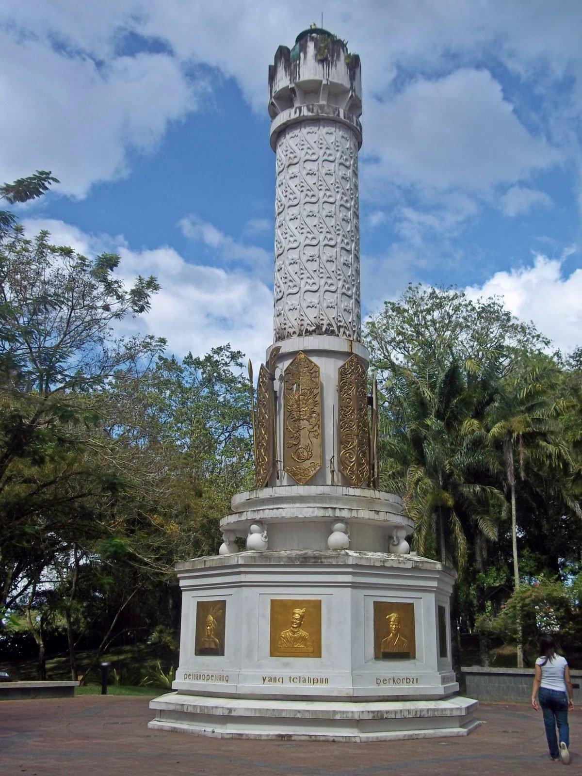 Tugu Pahlawan (Warrior Monument)