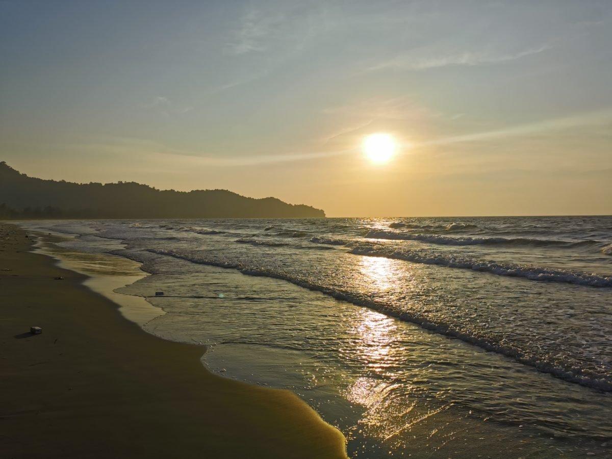 Pre sunset at Karambunai Beach