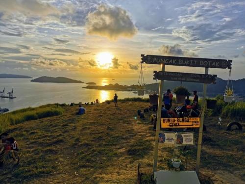 Peak Of Bonduk Hill