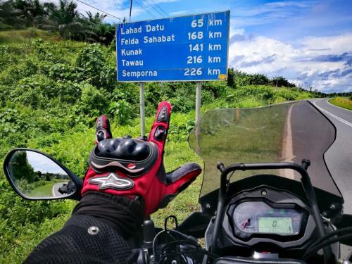borneo-malaysia-ride-KM-indicator