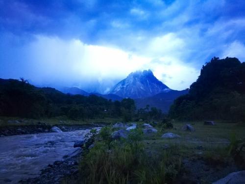 borneo-malaysia-ride-mount-kinabalu-view-from-kota-belud