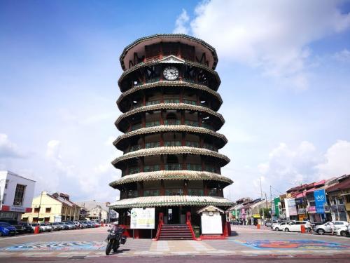 peninsular-malaysia-ride-menara-condong
