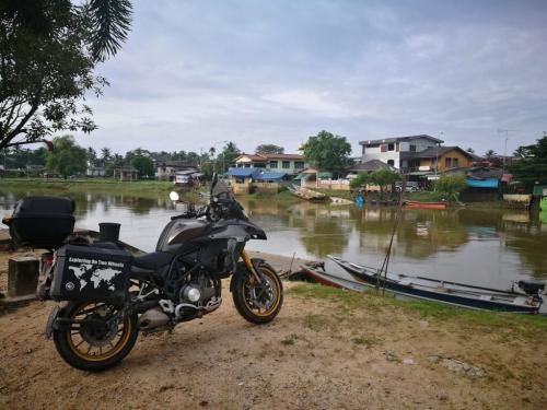peninsular-malaysia-ride-sungai-golok-border