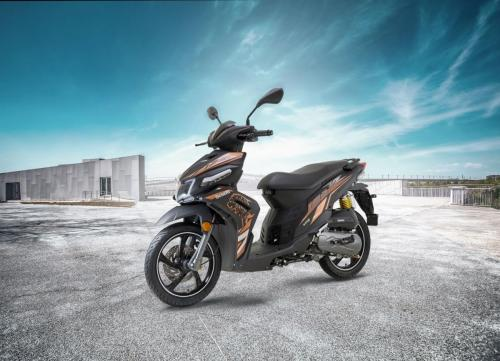 benelli-vz125i-scooter-blackmotion
