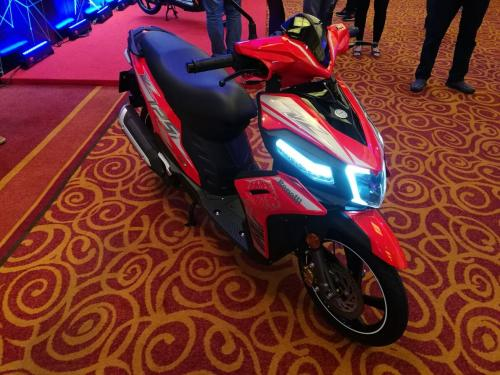 benelli-vz125i-scooter-red-show